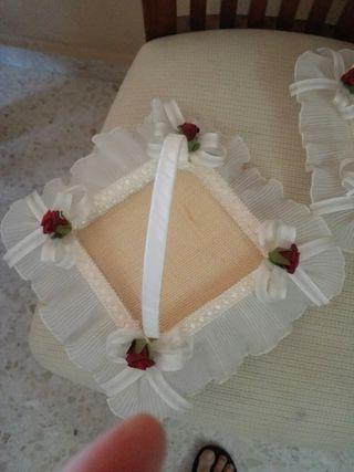 cestas de anillos y jarras de boda