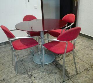 Mesa redonda comedor + 4 sillas de conjunto.