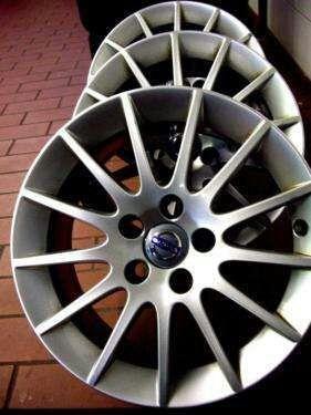 Llantas Volvo Castula 16 pulgadas + neumaticos