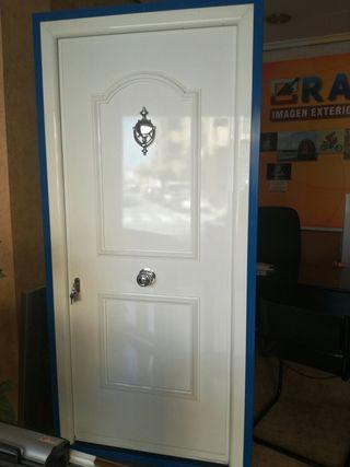 Puerta Calle 211,5 x 96 cm.