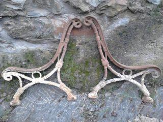 Pies hierro fudido