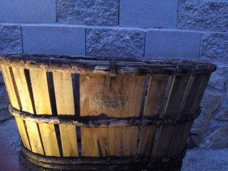 canasta de madera antigua