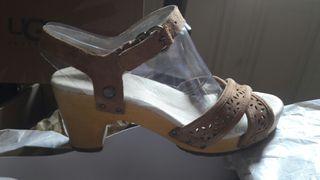 Zapatos nuevos piel de UGG T37