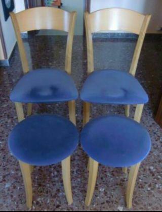 Dos sillas y dos taburetes