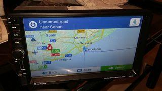 Radio de coche nueva con GPS + camara de aparcamiento.