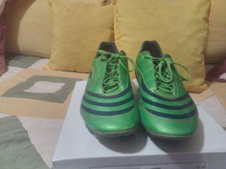 Botas de futbol . No hago envíos