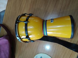 Djmbe (tambor)estructura de fibra con lona de piel