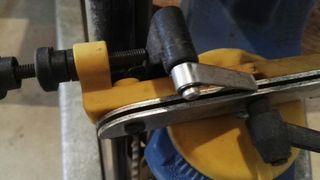 Máquina afilado de cadena motosierra.