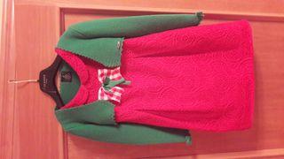 Vestido sin mangas rojo+chaqueta verde .