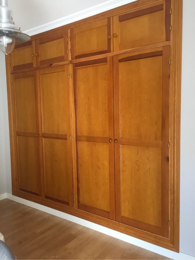 Puertas madera pino armario de segunda mano por 50 en for Wallapop armarios