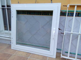 Ventana aluminio y reja de segunda mano por 75 en for Ventanas de aluminio en sevilla