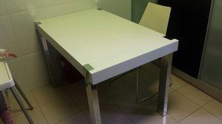 mobiliario: mesa cocina y mesa centro
