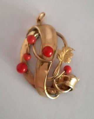 Colgante antiguo en oro de 14 k y coral rojo