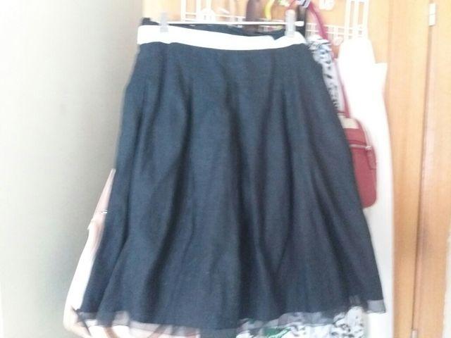 ed774d632 Falda de Zara negra con tul en el bajo. Talla M de segunda mano por ...