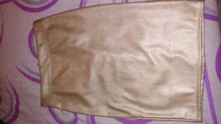 Falda dorada de cuero