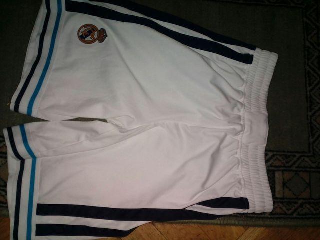 pantalon de baloncesto del Real Madrid de niño
