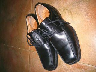 Zapatos de piel niño. Nuevos
