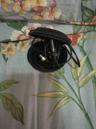 auriculares nuevos con recambios y funda