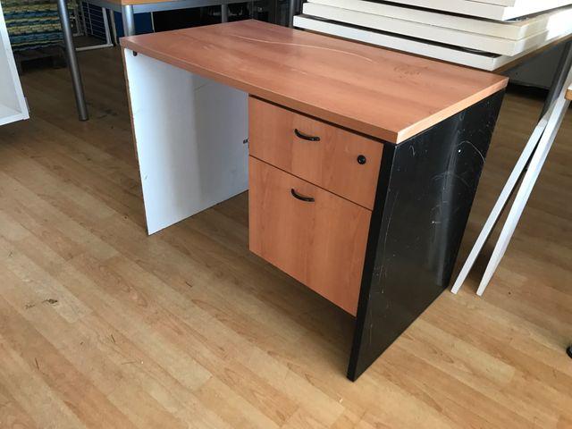 Mesa despacho o mesa de oficina pequeña barata de segunda mano por ...