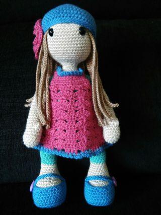 Muñeca artesana a ganchillo