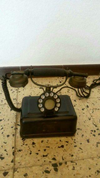 Teléfono antiguo y actual