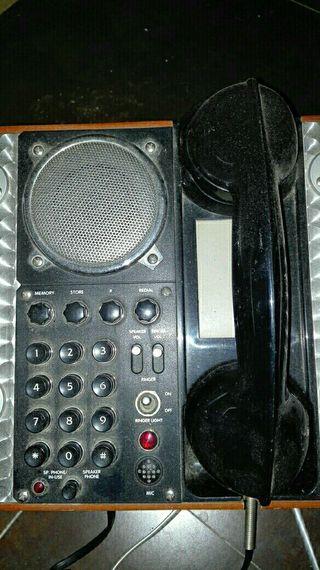 Teléfono antiguo de campaña. Guerra Mundial.