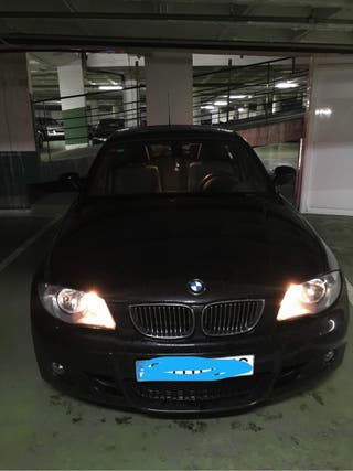 BMW Serie 1 116 D año 2010 paquete deportivo , negro