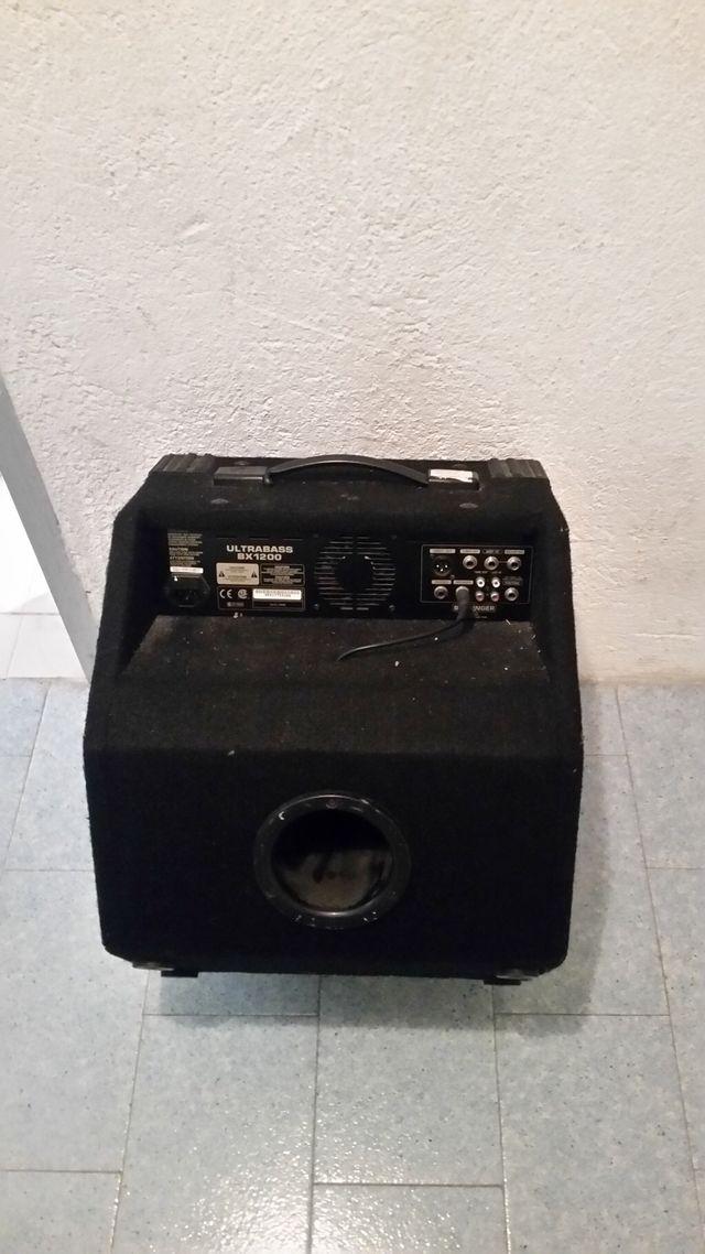 Amplificador de Bajo Behringer