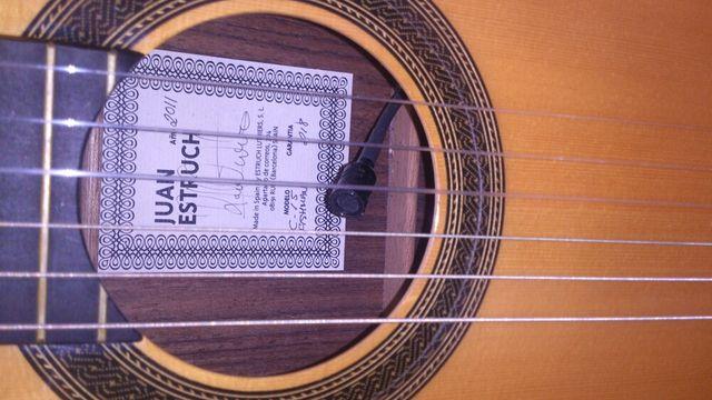 Guitarra flamenca amplificada