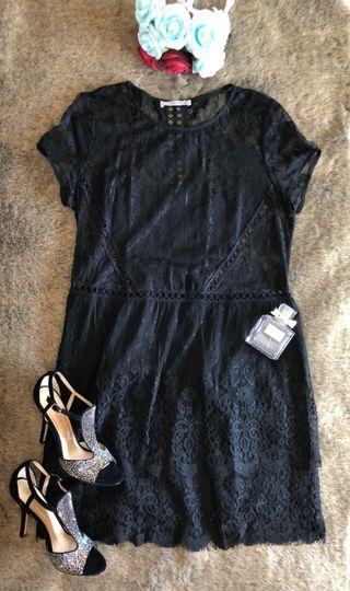 Vestido de encaje negro mango
