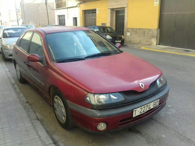 Renault Laguna rojo