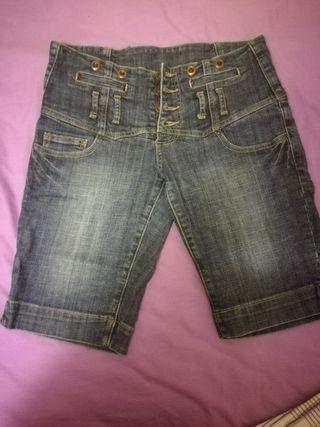 pantalon corto pero alto de cintura