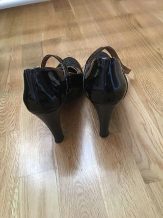 Zapatos tipo charol color negro talla 39