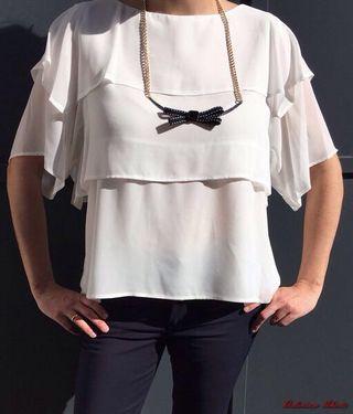Blusa blanca con pliegues