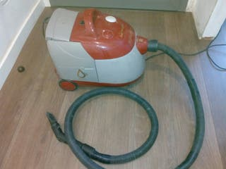 Aspirador con filtro de agua