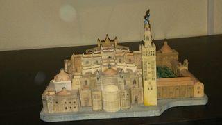 Giralda,patio lo naranjos y catedral en miniatura