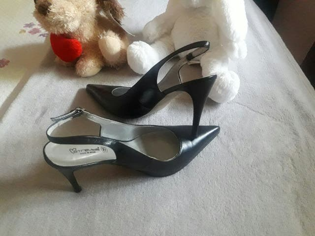 a789907f609 Zapatos mule destalonado de piel de segunda mano por 8 € en ...