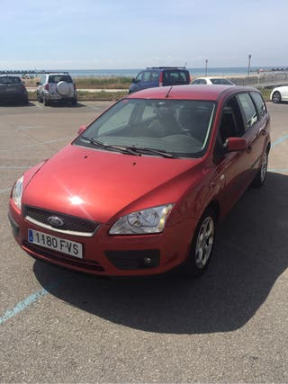 Ford Focus familiar rojo