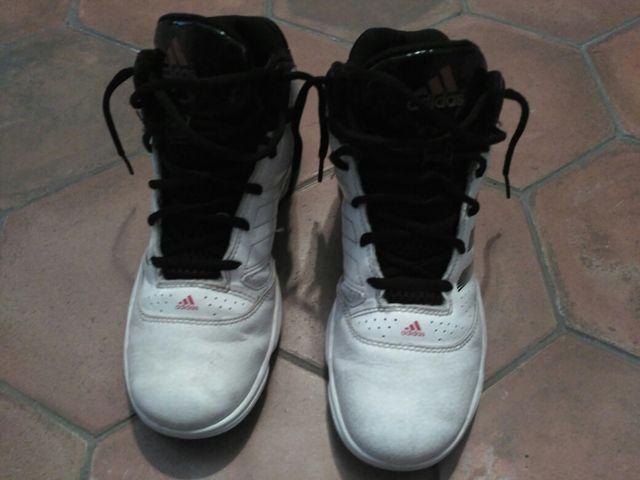 1b8b1b36 Zapatillas Adidas basquet talla 37 de segunda mano por 20 € en ...