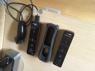 Wii color negro + mandos + juegos