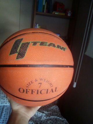 Pelota de baloncesto de la marca TEAM