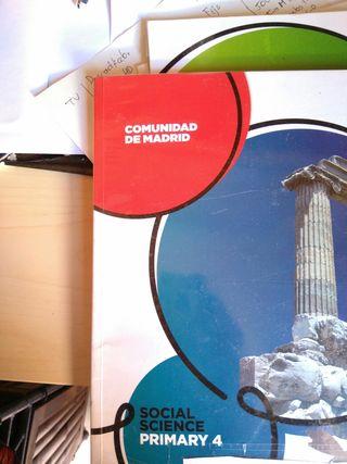 Libro escolar Social Science 4 ISBN en la foto.