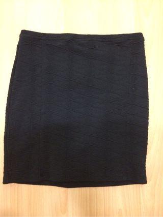 Falda Zara negra ajustada