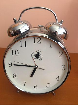 Reloj grande despertador