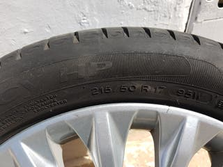 Llanta rueda coche Ford y neumático