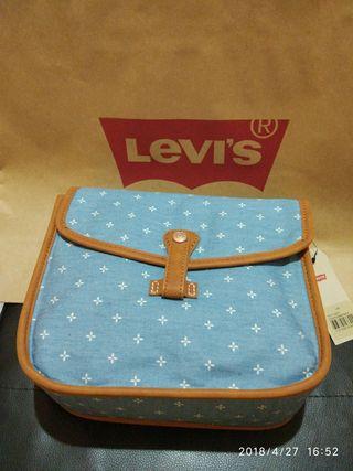 Original bolso Levi's. Sin estrenar.