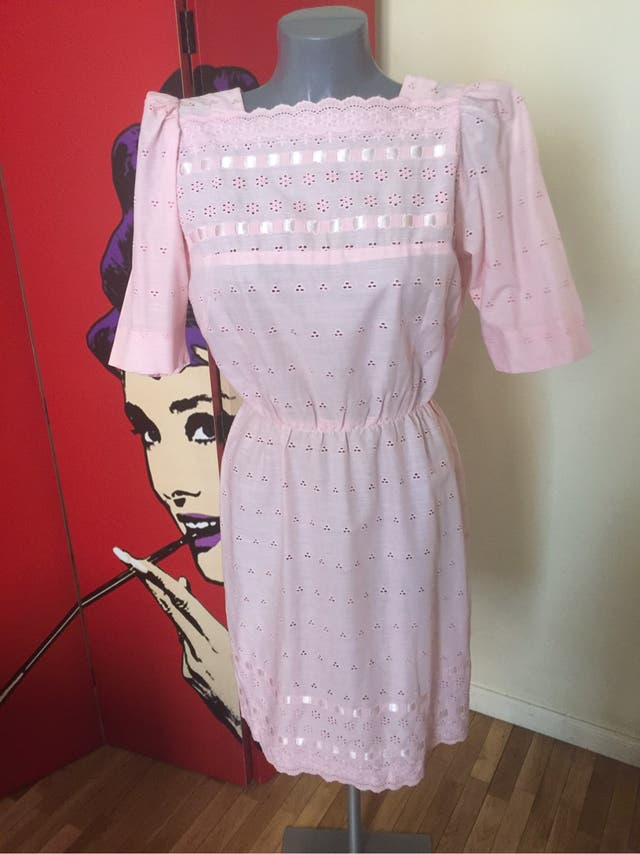 Vestido vintage rosa bordado