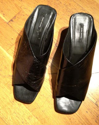 Sandalias NUEVAS de piel en cuña negras 41
