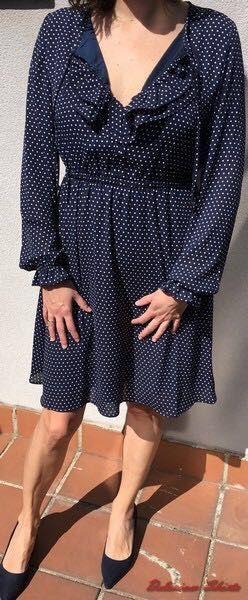 Vestido azul marino con topitos blancos