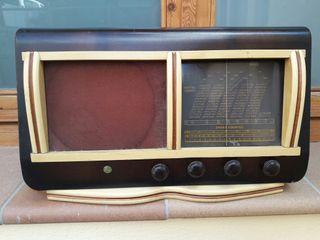 Antigua radio de madera